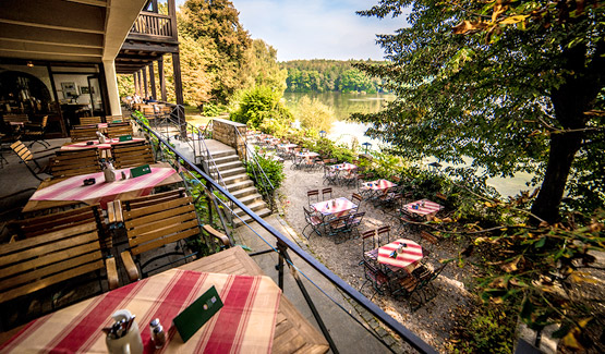 biergarten terasse gem tlichkeit mit blick ber den hammersee oberpfalz. Black Bedroom Furniture Sets. Home Design Ideas